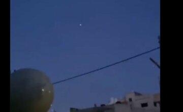 """Китайская ракета рухнула на Землю, момент попал на видео: """"пролетела над жилыми районами и..."""""""