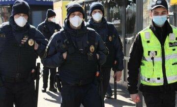 """Тисячі силовиків виходять на вулиці Харкова, заява поліції: """"утримайтеся від..."""""""