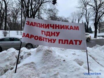 Пока рядовых работников Укрзализныци лишали премий и зарплат, Набсовет купался в деньгах. Шокирующие данные о ЗП бездельников - СМИ