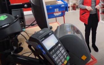 """Киевлянин ограбил почтовое отделение и сбежал, фото: """"угрожал оператору расправой и..."""""""