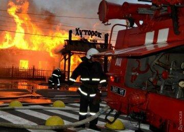 В Одессе в плену огня оказались два пляжа (фото, видео)