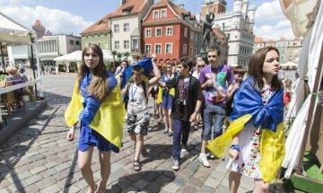 Украинцы устроили «дикие танцы» на границе с Польшей: впечатляющее видео