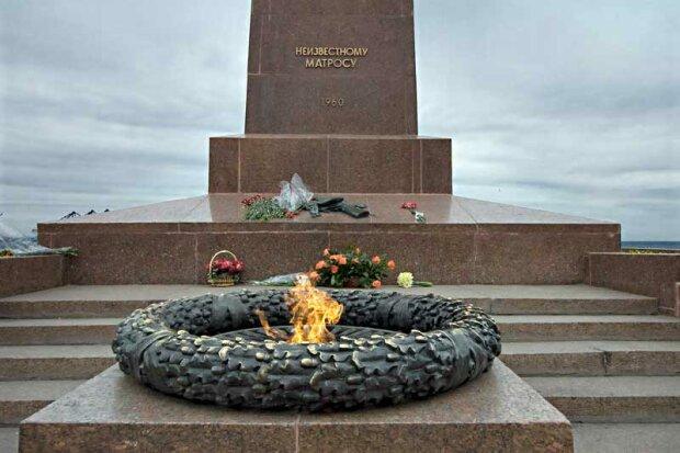 памятник, памятник неизвестному матросу