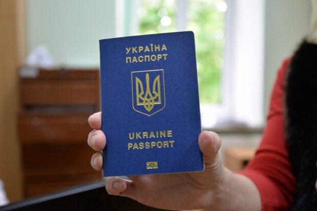 Биометрический заграничный паспорт в Украине