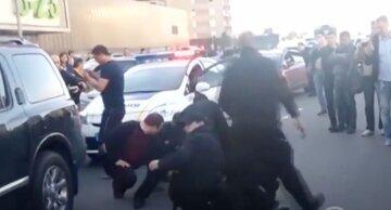 Неадекват відкрив вогонь у Києві, терміново з'їхалися патрульні: кадри з місця подій