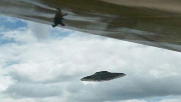 """В Одессе разгадали загадку появления НЛО над городом, новое видео: """"Они спускаются на...."""""""