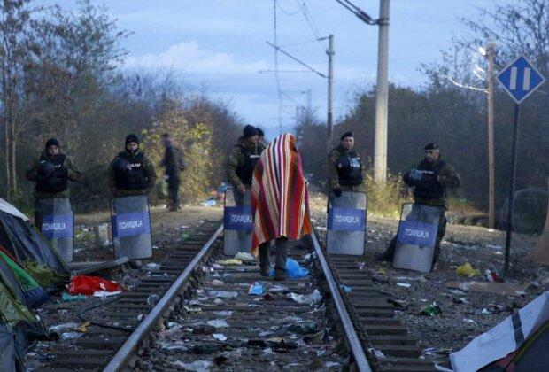 Сотни беженцев с штурмом прорывались в Македонию (фото)