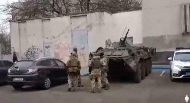 Масштабная спецоперация в Украине, людей вытаскивают из машин: очевидцы слили кадры