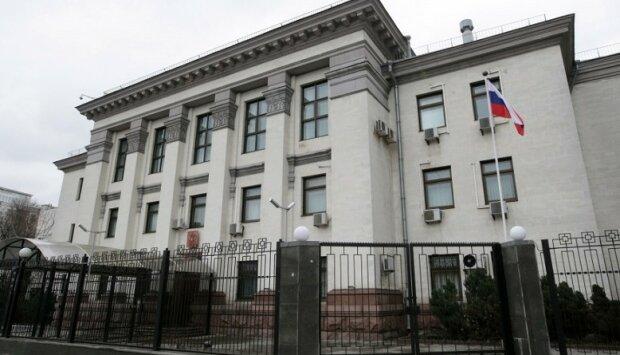 posolstvo_rf_v_kieve_genkonsulstvo_rossii_vo_lvove_zakrivatsya_ne_budet-778×445