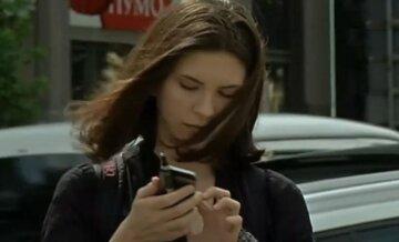 мобільний оператор, мобільний телефон, зв'язок, дівчина з телефоном, скрін
