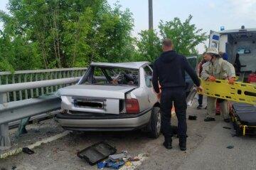 """На трасі під Харковом водій потрапив у заручники власного авто: """"підключилися"""" рятувальники"""