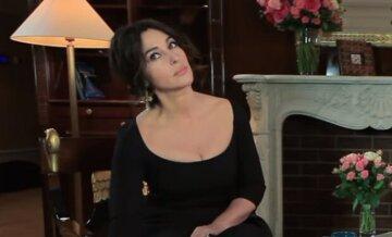 """56-летняя Моника Беллуччи сразила наповал формами в обтягивающем платье: """"Чертовски горячо..."""""""