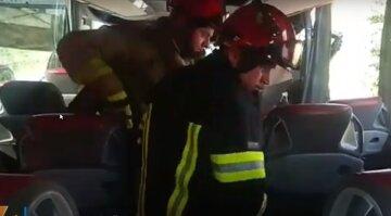Рейсовий автобус протаранив вантажівку під Одесою: з'явилося відео з місця трагедії