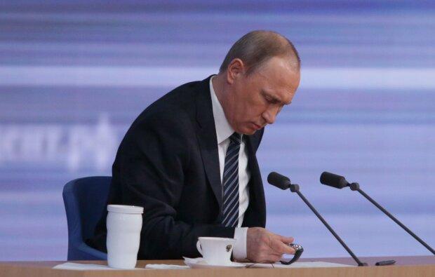 """Путін вийшов на зв'язок з бункера і засвітив нового двійника, росіяни ридають: """"Його підкачали..."""""""
