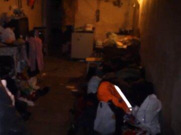 Готовят еду и справляют нужду: в Одессе показали, во что превратились бомбоубежища, видео