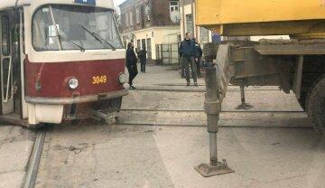 Трамвай вылетел на проезжую часть в Харькове: кадры «дрифта»
