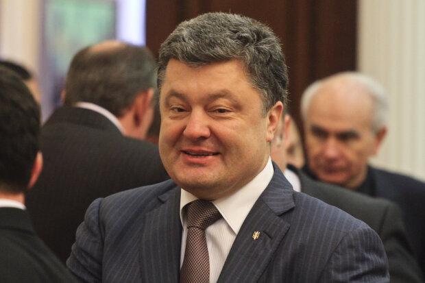 Петр Порошенко: отец Партии Регионов, шоколадный магнат и повелитель армии ботов