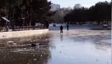 """ЧП в парке Одессы, забавы на """"катке"""" обернулись несчастьем: очевидцы сняли все на видео"""
