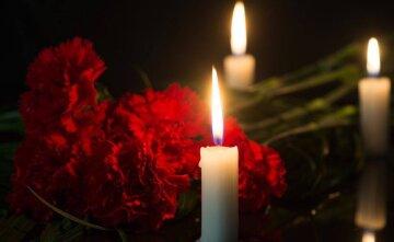 свеча, гвоздики