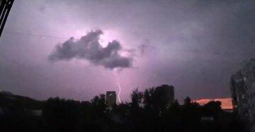 Грозовая стихия накроет Украину: погода резко испортится уже в апреле, прогноз