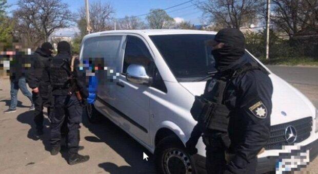 Вооруженная банда из Одессы запугивала людей по всей Украине, спецназ подняли по тревоге: кадры