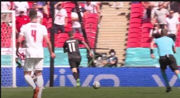 ЧП на Евро-2020: болельщик упал с верхней трибуны во время матча, что известно