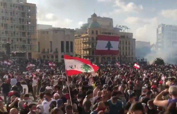 Стрілянина, підпали, захоплення будівлі МЗС: ситуація в Бейруті загострюється, є нові жертви, кадри з місця