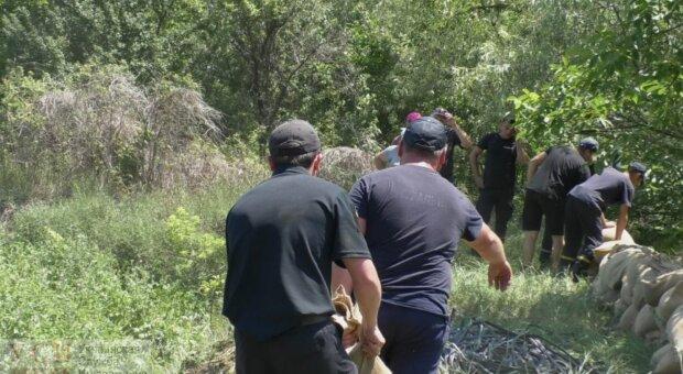 Рятувальників кинуто на боротьбу з паводками в Одеській області: які райони під загрозою