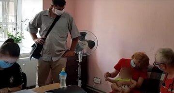 """""""Лопнуло терпение"""": в  Одессе горе-мать бросила младенца в общежитии, видео"""