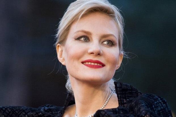 Литвинова після ДТП прийшла на свято в міні-сукню і показала зайве: «Нехай об'їжджають!»