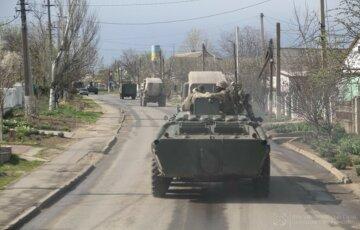 Багато військової техніки помічено на вулицях Одеси: кадри і деталі того, що відбувається