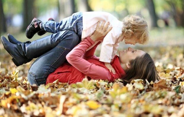 осень, мама и ребенок, радость, счастье