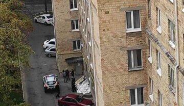 """У Києві викладач вишу вистрибнув з вікна, фото: """"залишив записку..."""""""