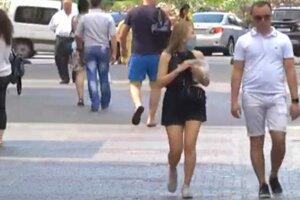 украинцы в масках, на улице, лето