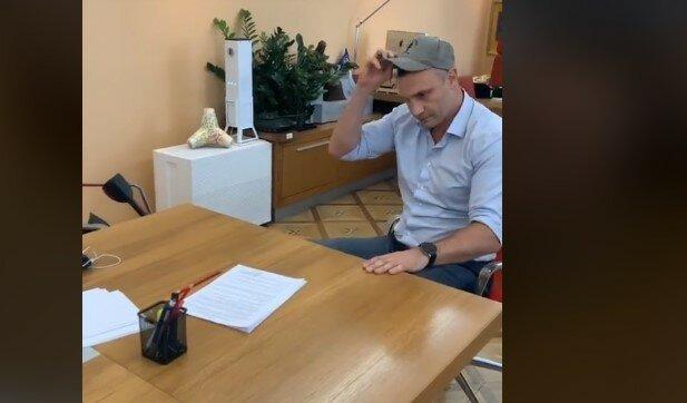 """""""Что смешного? Рыдать надо"""": больной Кличко устроил развлечения на работе и разгневал киевлян"""