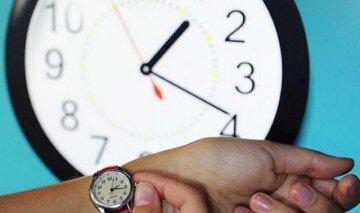 Перевод часов на зимнее время: украинцам напомнили о важной детали в 2020 году