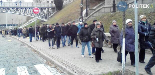 Кияни влаштували мітинг під Нацбанком (фото)