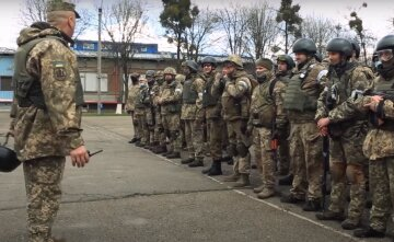 """""""Мы готовы отражать наступление"""": харьковские бойцы вышли на улицы, кадры"""