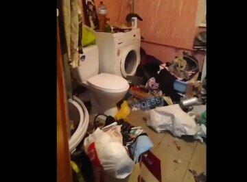 Сім'я перетворила кімнату в гуртожитку на смітник, а життя сусідів в пекло: відео бардаку з Одеси