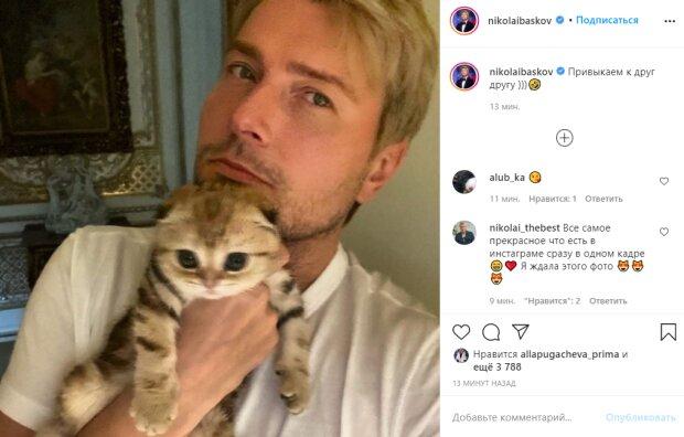 """У Баскова пополнение, певец показал первое фото с малышкой на руках: """"Прямо копия"""""""