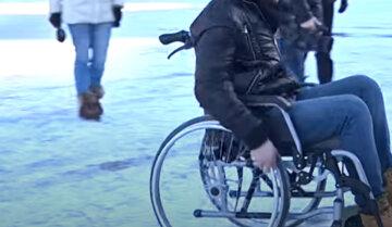 """Люди з інвалідністю """"заважають жити"""" дніпрянам, проти них збунтувався весь будинок: кричущі подробиці розбірок"""