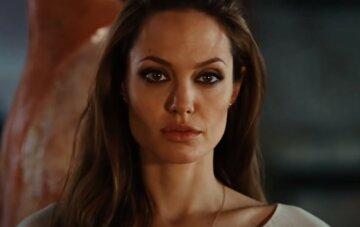 """Легендарная Анджелина Джоли обожгла пронзительным взглядом: кадры """"магнетизма"""""""