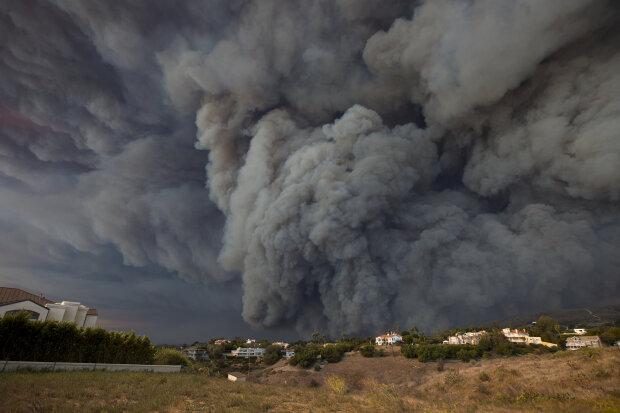 Дим, пожежа, апокаліпсис, кінець світу