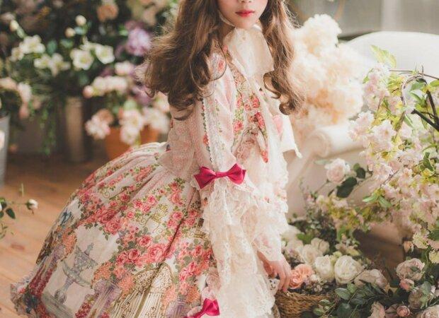 Девушка изменилась до неузнаваемости ради воплощения детской мечты: как выглядит живая кукла