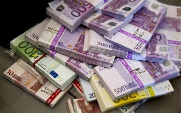 Новые кредиты и золотовалютные резервы: выплата долгов  «разденет» Украину