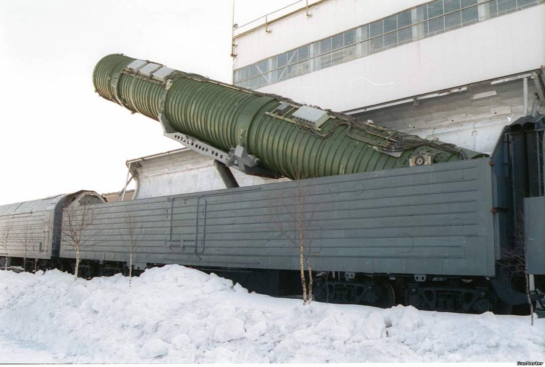 Фото с ракетами в вагонах