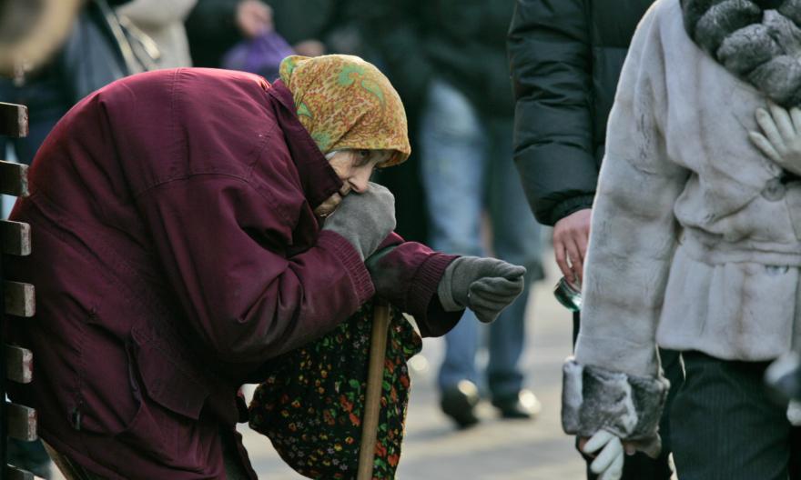 старики просят милостыню россия фото решила узнать