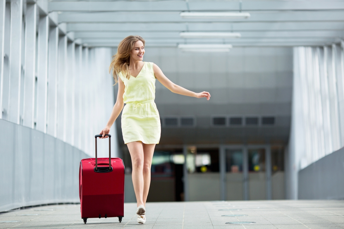 woman leaving with luggage - 696×522