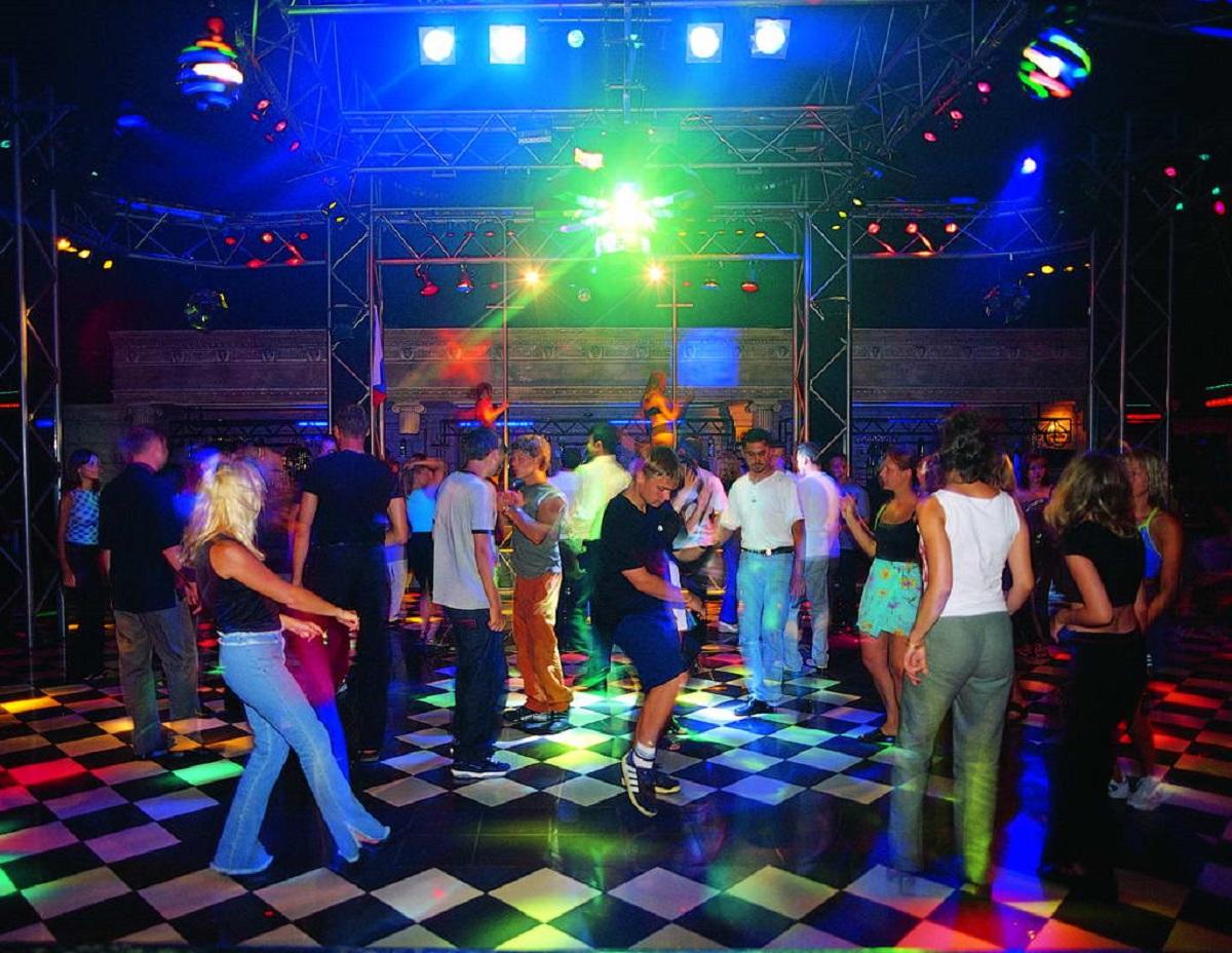 В ночном клубе нет охранника вакансии ежедневных ночных клубов