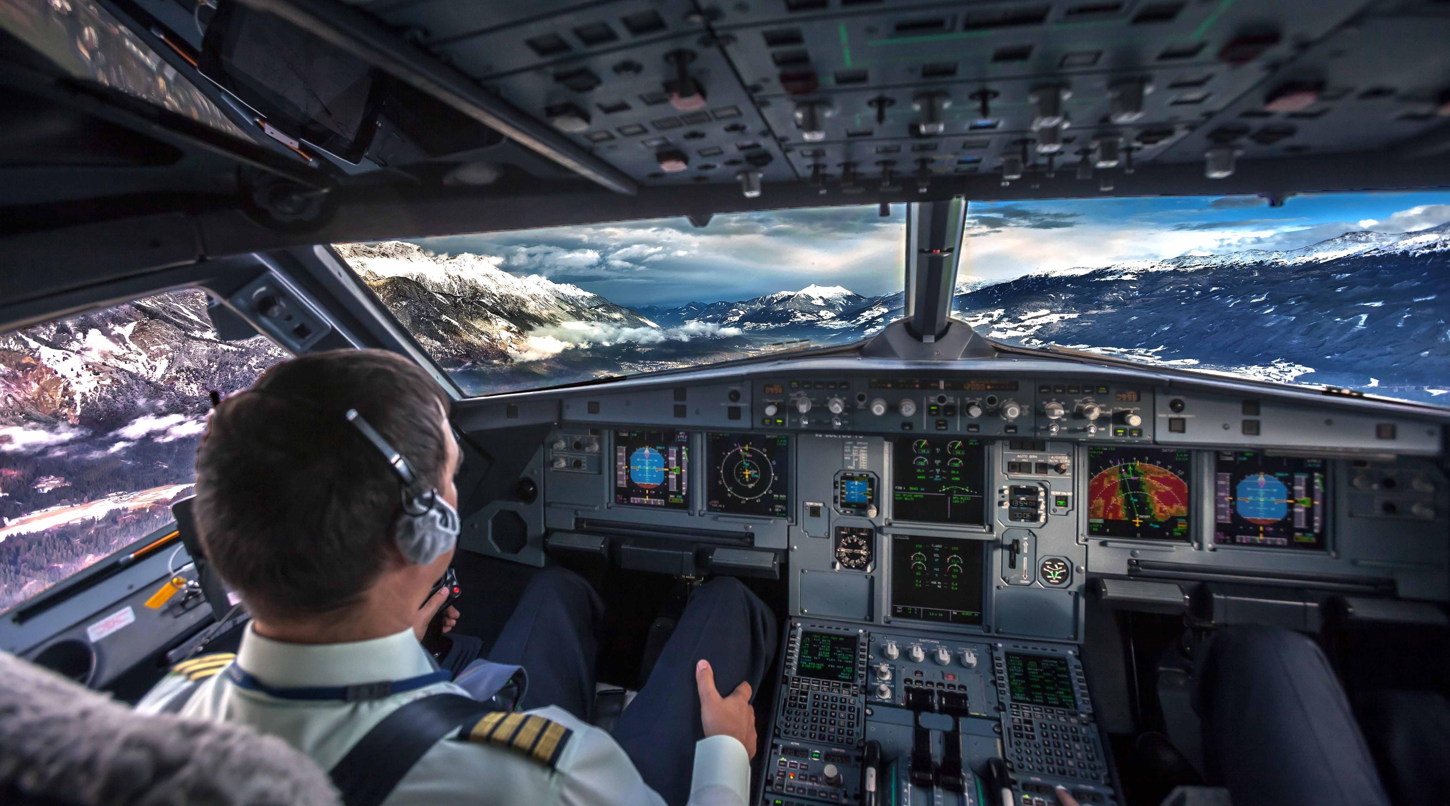 фото в кабине пилота интерьере, оформленном
